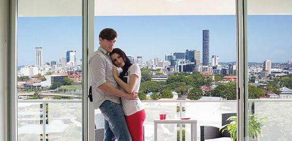 couple@balcony